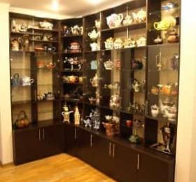 Стенка для коллекции чайников